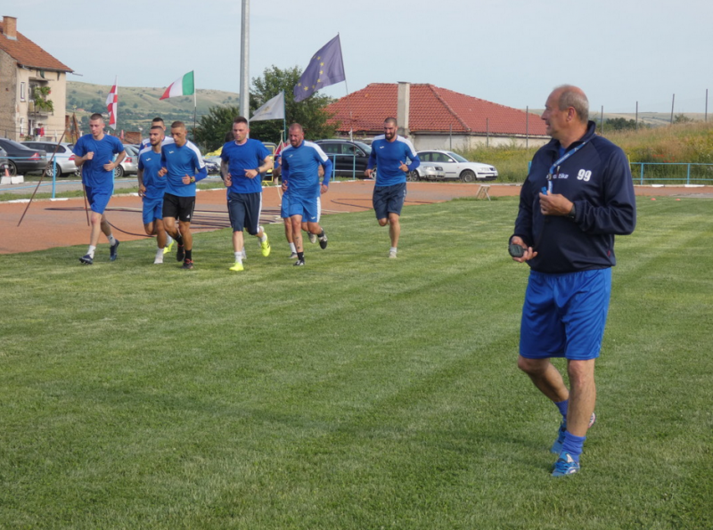 С група от 23 играчи наставникът Емил Велев започна подготовка