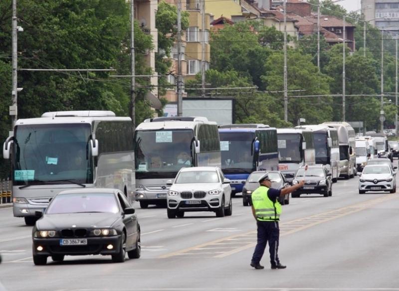 Превозвачите в туризма блокираха най-големите градове в България в знак
