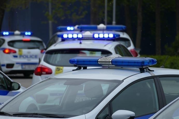 Мъж без книжка и полицаи си спретнаха бясна гонка край