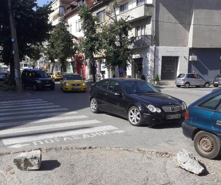 """Враца отново си има победител в конкурса """"Най-неграмотно паркиране"""", научи"""