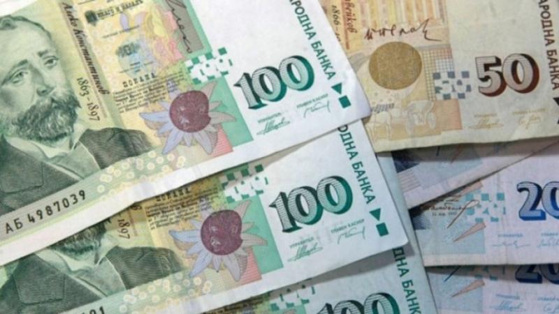 Вдигнаха с 30% заплатите на чиновниците в 7 министерства