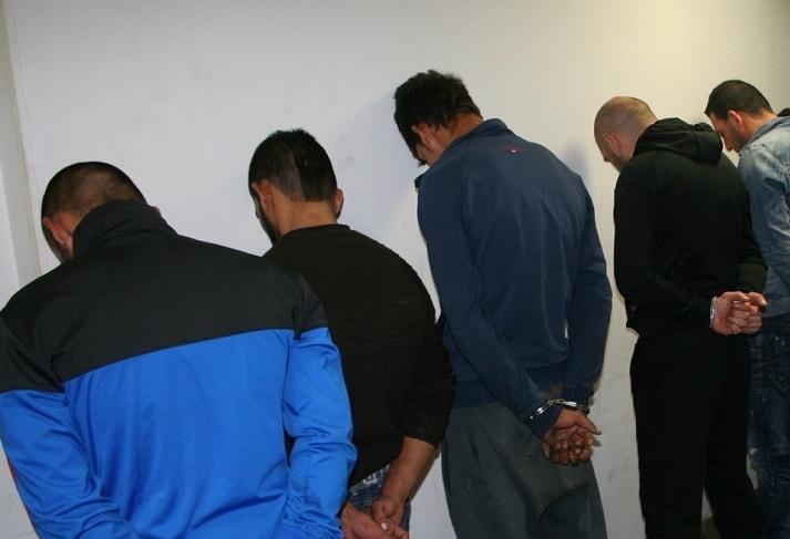 Полицаи са задържали петима души по време на специализирана операция,