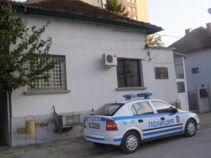Крадец претършувал вила на мъж от Враца, съобщиха от полицията.