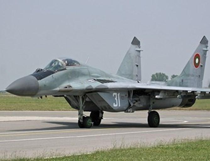 Миг-21 се разби до границата на Сърбия с Босна, издирват екипажа