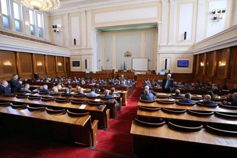 13 депутати са били наказани заради непристойно поведение от началото