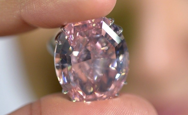 Яркорозов диамант с тегло почти 19 карата ще бъде предложен