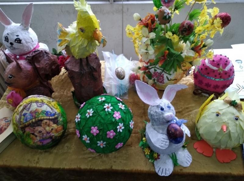 """Декоративни яйца изработваха ученици от Монтана във """"Великденска работилница"""". В"""