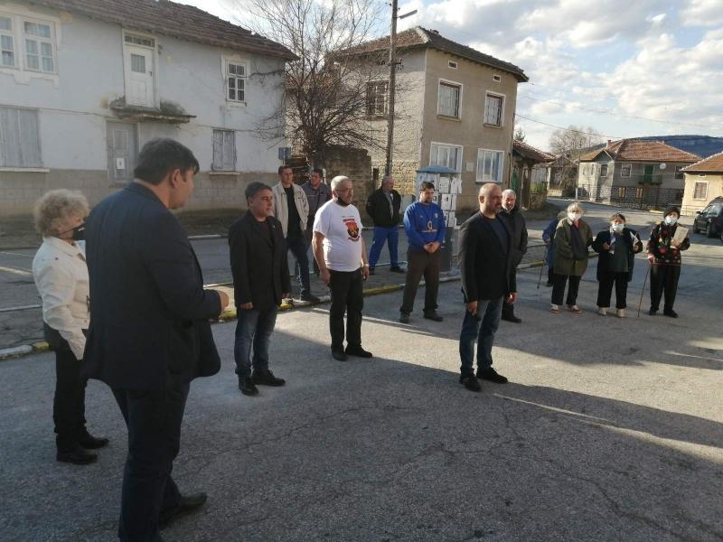ВМРО отдаде почит пред делото на революционера Гено Димитров пред