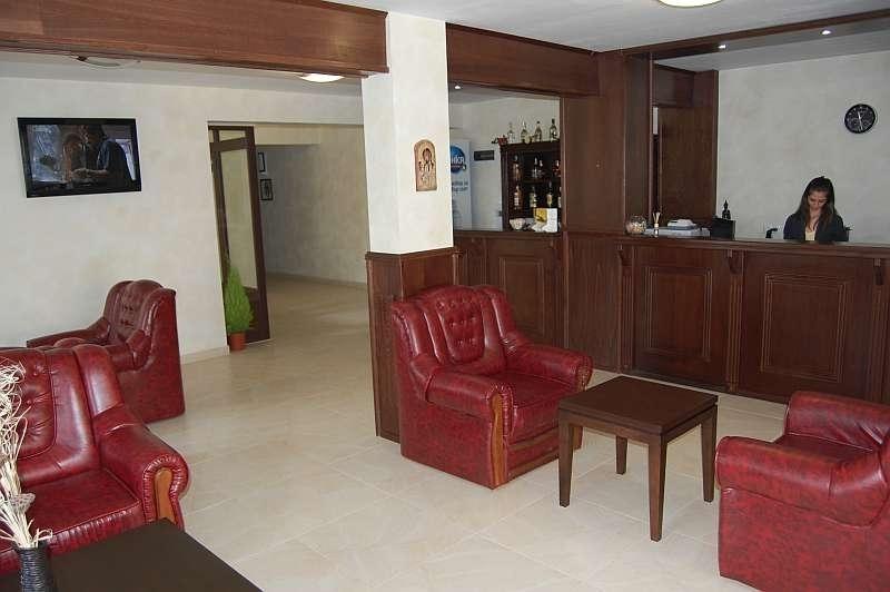 Разпродават затънал в борчове хотел във Врачанско