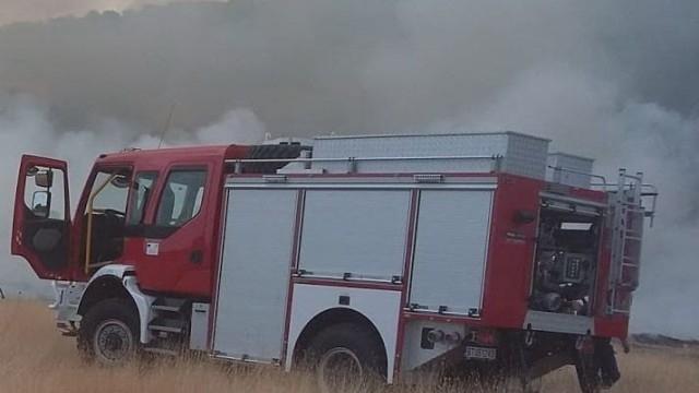 Пожари в над 200 декара сухи треви и храсти са