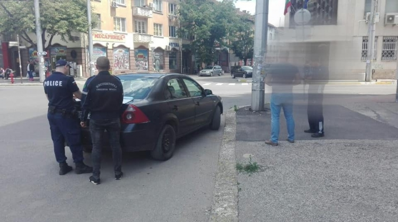 """Служители на звено """"Инспекторат"""" към Община Враца съставиха акт на"""