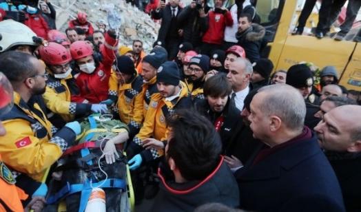 45 души са извадени живи изпод развалините след земетресението с