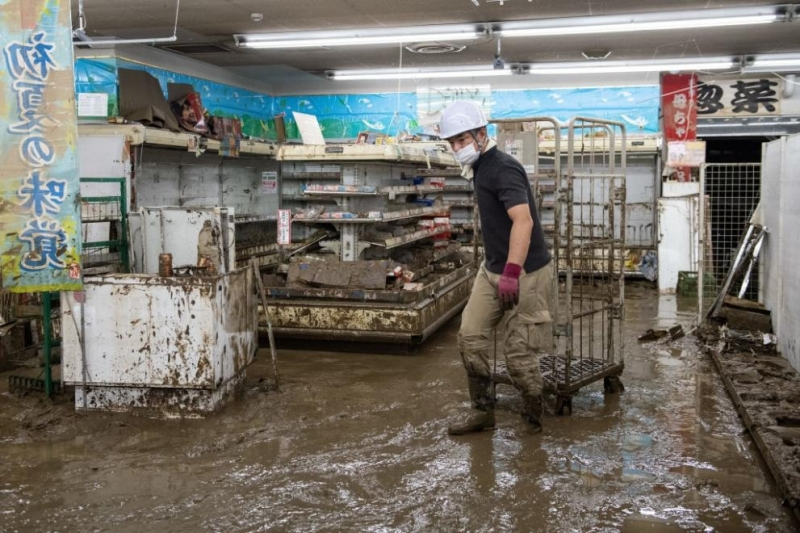 Загиналите при наводненията и калните свлачища в Япония вече са