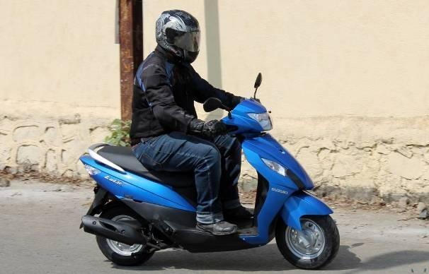 Снимка: Младеж без книжка подкара нередовен скутер
