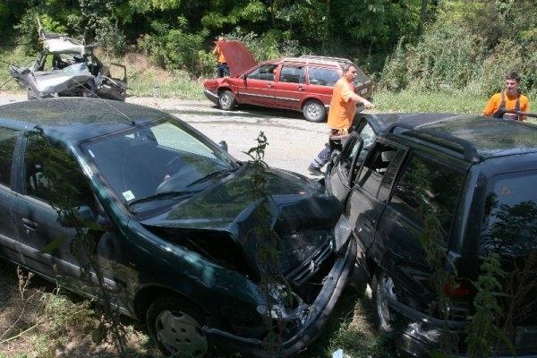 """Лек автомобил """"Ауди"""" се е ударил челно в """"Тойота"""", съобщиха"""