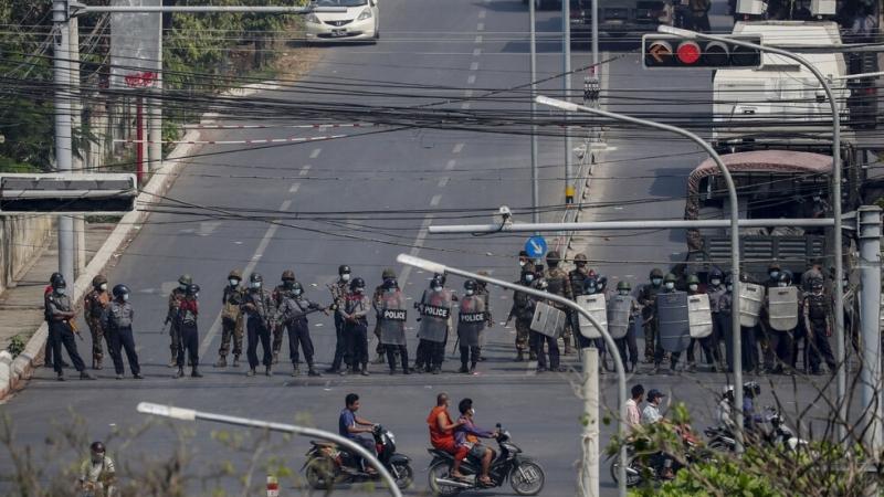 Полицията в Мианмавзе мерки, за да попречи на противниците на
