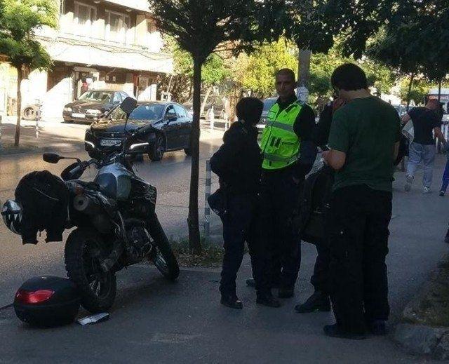 Моторист помете жена във Видин, научи агенция BulNews. Пътният инцидент
