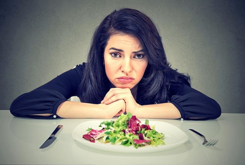 Спазванетона диетаи лишаването на организма от основни хранителни веществамогат да