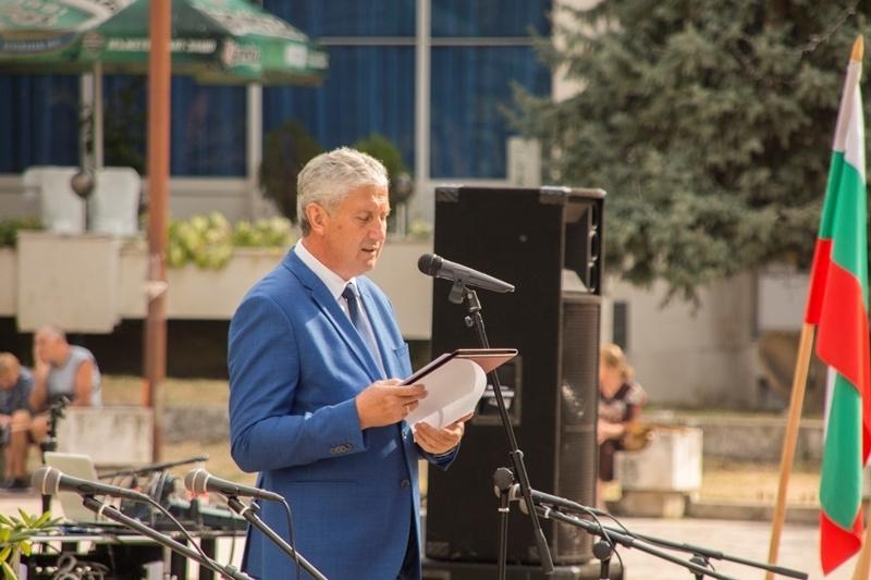 С тържествена церемония община Мездра отбеляза 134 години от Съединението