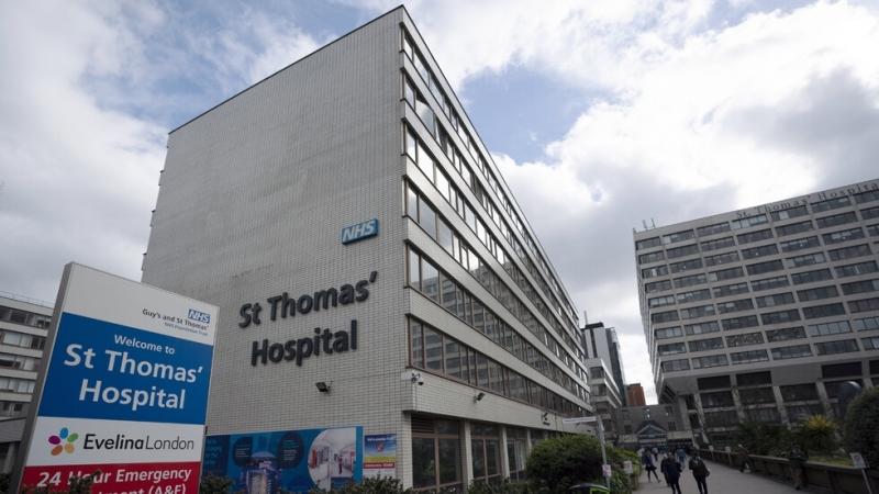 """""""Цунами"""" от заразени с коронавирус връхлита лондонските болници"""