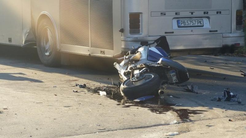 Моторист е загинал след удар в автобус на столичния булевард