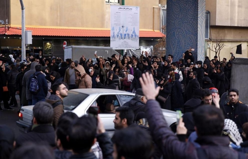 Иран осъди на смърт журналист,чиято работа онлайн насърчи общонационалните икономически