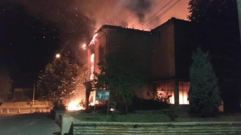 Пожар е избухнал тази нощ в сградата на бившето училище