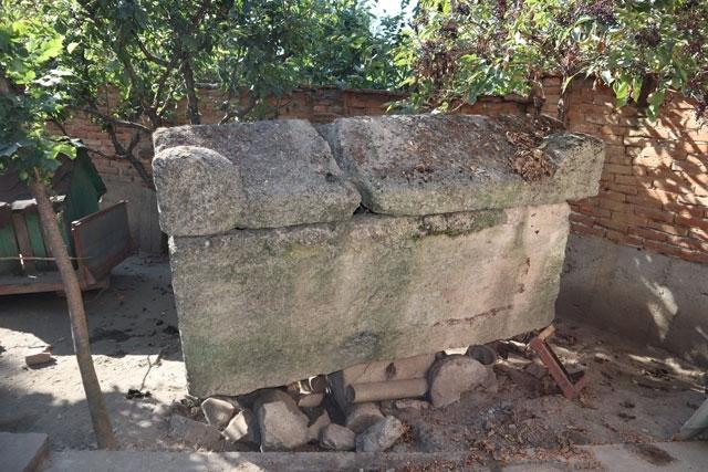 Криминалисти са иззели каменни предмети, носещи белезите на културно-исторически ценности