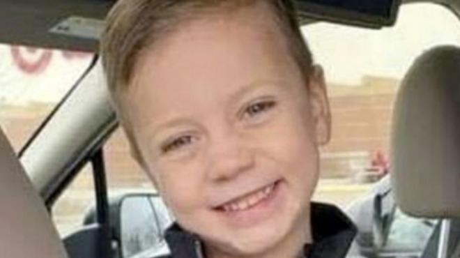 Изверг с психични отклонения хвърли 5-годишно момче от третия етаж