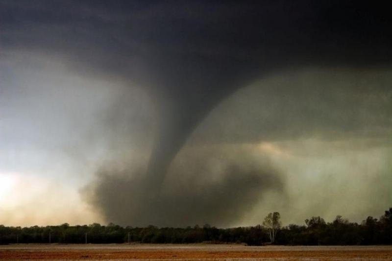 МощноторнадовръхлетяДжеферсън- столицата на щатаМисури, в централната част на САЩ, предаде