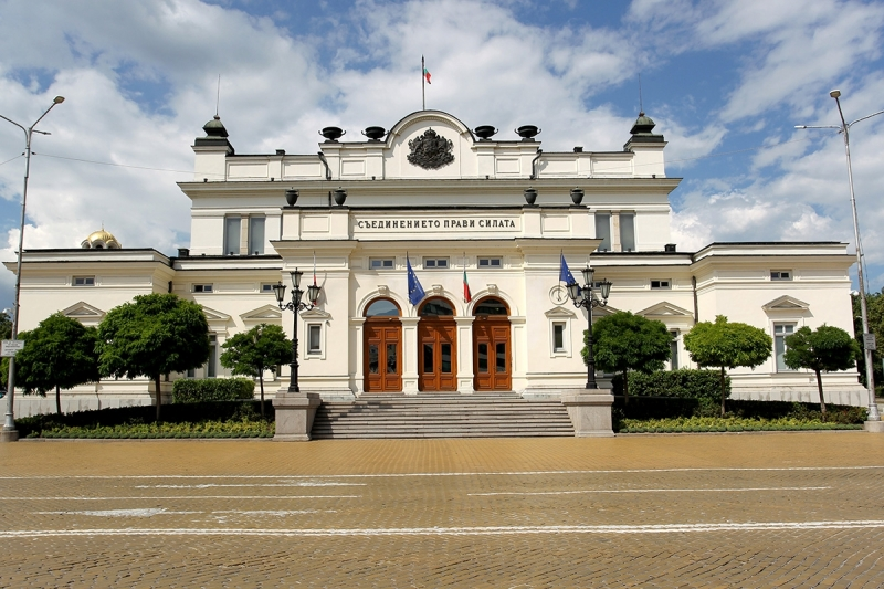 Със 125 регистрирани Народното събрание започна извънредното си заседание, за