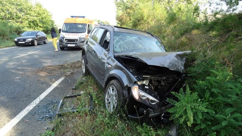 """Млад шофьор се заби с """"Мазда"""" в крайпътен скат във Врачанско"""