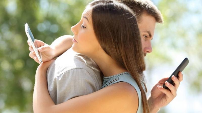 Само за палави дами: Как да изневериш, без да те хванат?