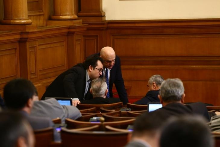 Снимка: Петъчно: Депутатите ще си спестят парламентарния контрол