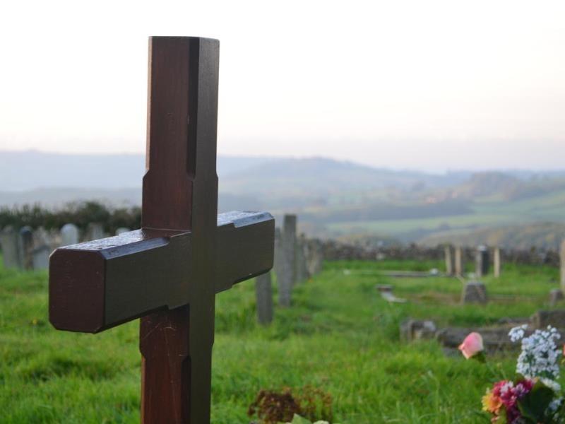 Гавра с мъртвите! Вандали изпотрошиха гробищния парк в село Радовене, търсили алкохол