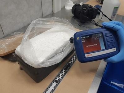 Холандската полиция съобщи днес, че е задържала 2.5 тона метамфетамини,