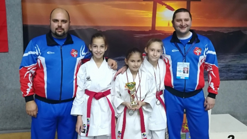 """Сияна от КК """"Компас""""/Монтана/ спечели 2 златни медала от Международен турнир по карате"""