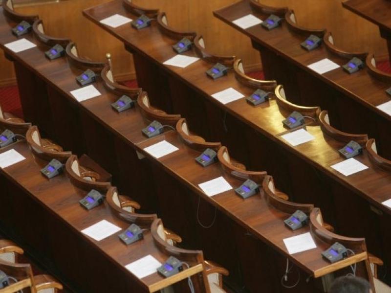 Парламентът няма да заседава седмица преди евровота