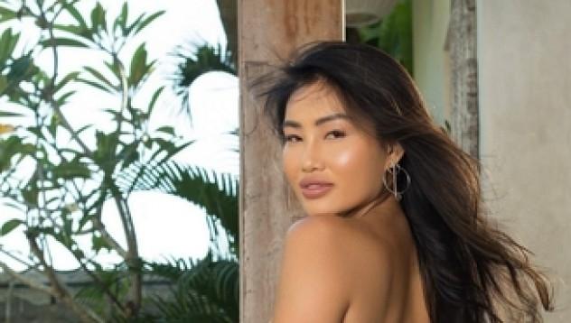 Вивиан Лейн е нашата азиатска връзка. Дамата разполага с всичко