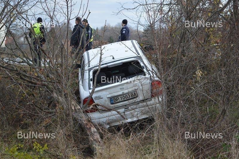 Извънредно! Полицаи се размазаха на остър завой край Враца /снимки/