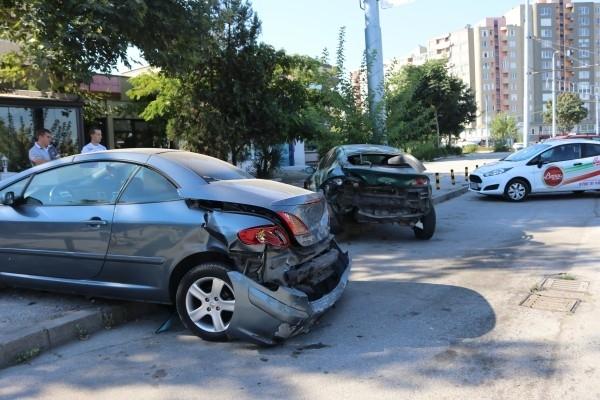 Млад шофьор е блъснал паркирана кола в центъра на Враца