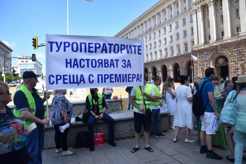 Туроператорите излизат на протест пред Народното събрание въпреки че вчера