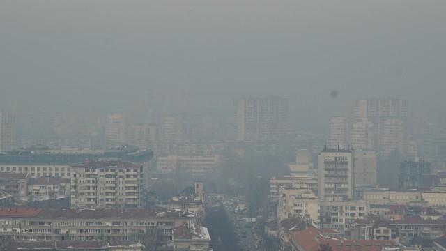Въздухът в няколко града на страната е бил в пъти