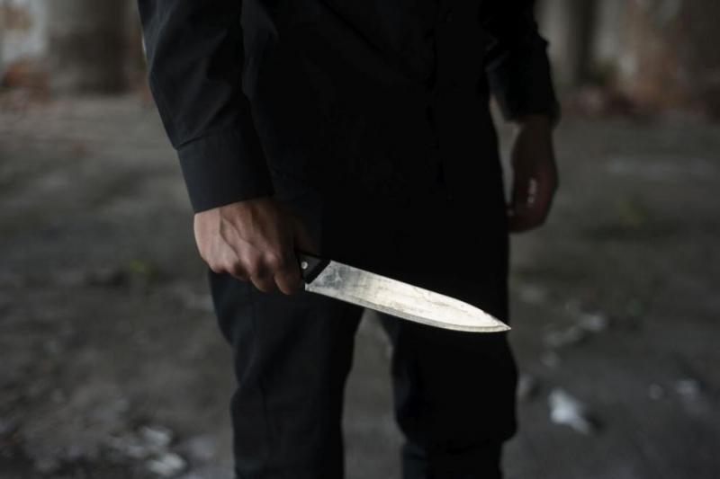 Мъж, въоръжен с нож, нападна минувачи близо до детска градина