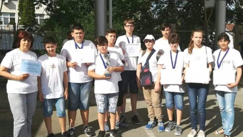 Сребърни медали по роботика спечелиха отборите по роботика на Видинската