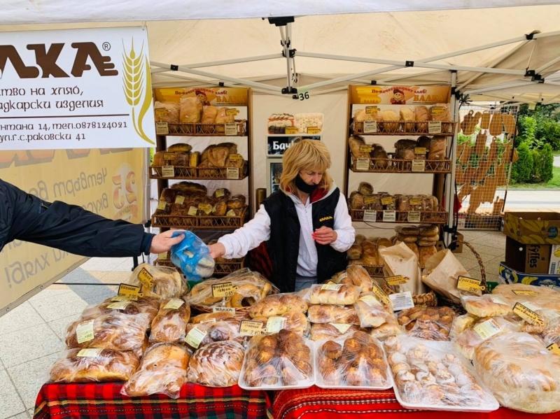 Стартира поредното издание на Фермерския пазар във Враца. На изложението
