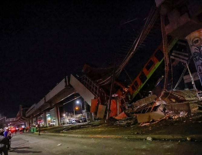 Най-малко 20 души загинаха и 70 бяха ранени при рухването