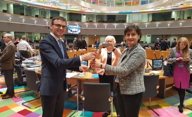 """България пое символично от Естония ротационното председателство на Съвет """"Общи"""