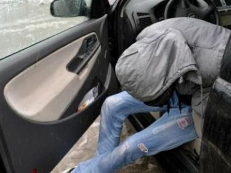 "Друсан шофьор зад волана на ""Фолксваген Пасат"" хванаха полицаи вчера"