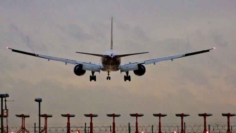 Пилот предизвика паника на борда на самолет, след като запали